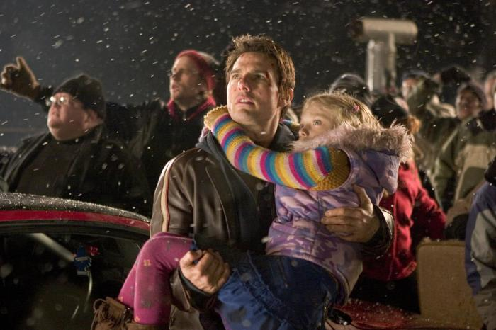 still-of-tom-cruise-and-dakota-fanning-in-war-of-the-worlds-(2005)-large-picture