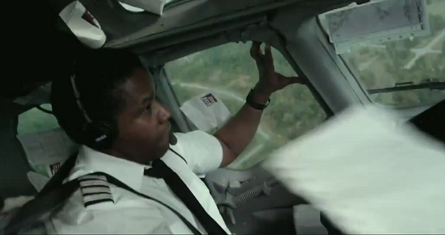 Denzel-Washington-in-Flight