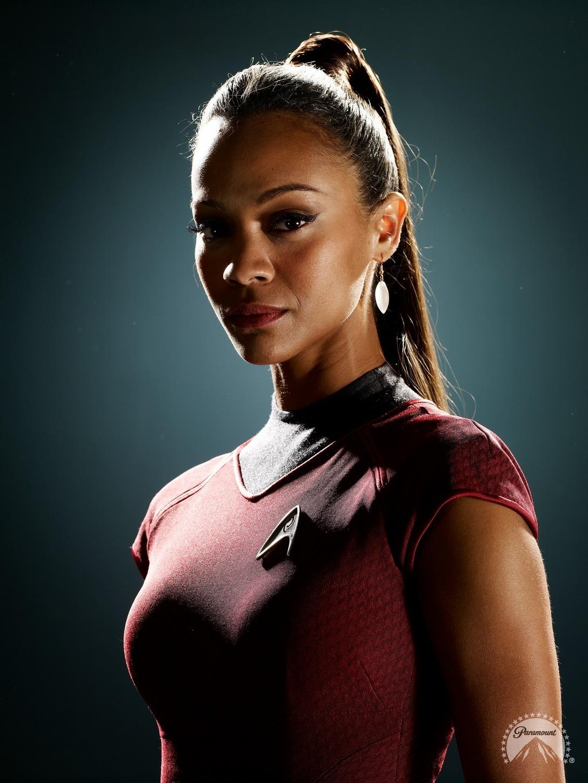Obrázek k otázce: Jak se jmenuje herečka ze Star Trek Do temnoty, která hraje Uhuru?